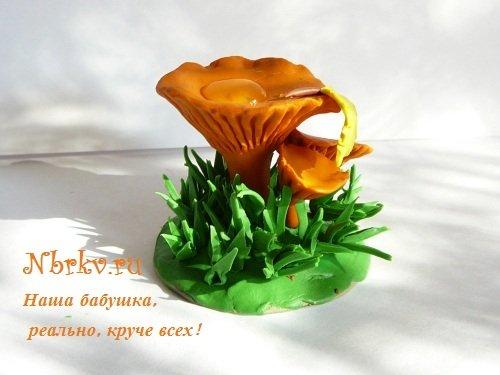 Пошагово слепить из пластилина грибы